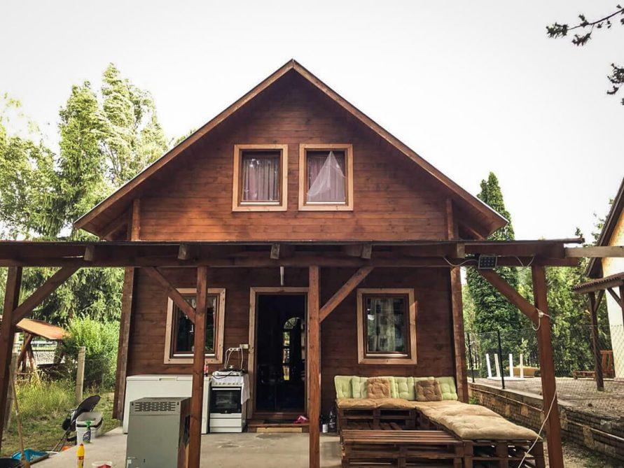 Két szintes nyaraló kisház